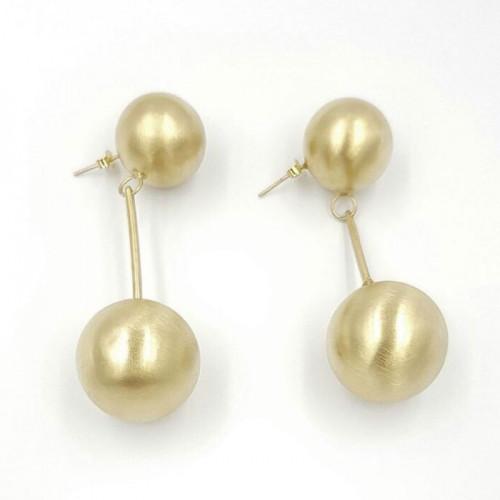 Katerina Vassou Χειροποίητα σκουλαρίκια με μεταλλικές σφαίρες σε χρυσό