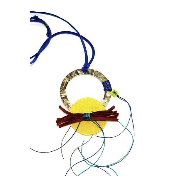 Χειροποίητο κρεμαστό με κίτρινο δέρμα σε μεταλλικό κύκλο