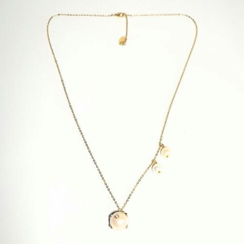 Κοντό κολιέ με χρυσή ατσάλινη αλυσίδα, μαργαριτάρι με λευκά ζιργκόν και καρφωτά μαργαριτάρια